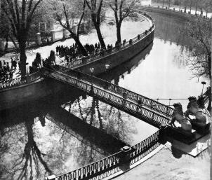 Lviny Bridge over Griboedova Canal.