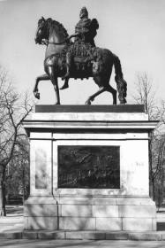 Monument to Peter the Great near Mikhailovsky Castle.