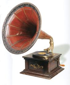 Desktop phonograph with amplifier. A. Rozmylov manufacture. St. Petersburg. The early 20th century.