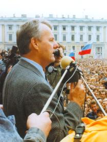 Governor of St. Petersburg, A.Sobchak delivers a speech at the citizens' meeting on August 20, 1991.