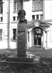 Monument to V.M.Bekhterev.